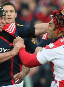 The Munster and Gloucester players have a little chat