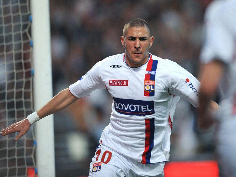 Karim Benzema slaví gól