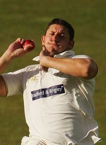 Yorkshire hold off Notts