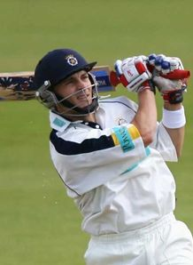 Hampshire bat out for draw