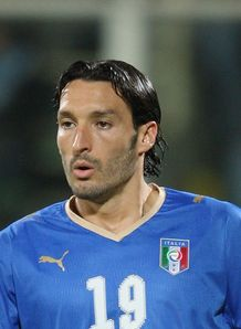 Milan clinch Zambrotta deal