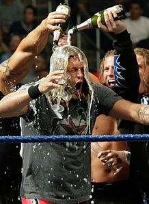 صور المصارع ايدج WWE-Smackdown-Edge-Marriage-Vicky-Guerrero_946628