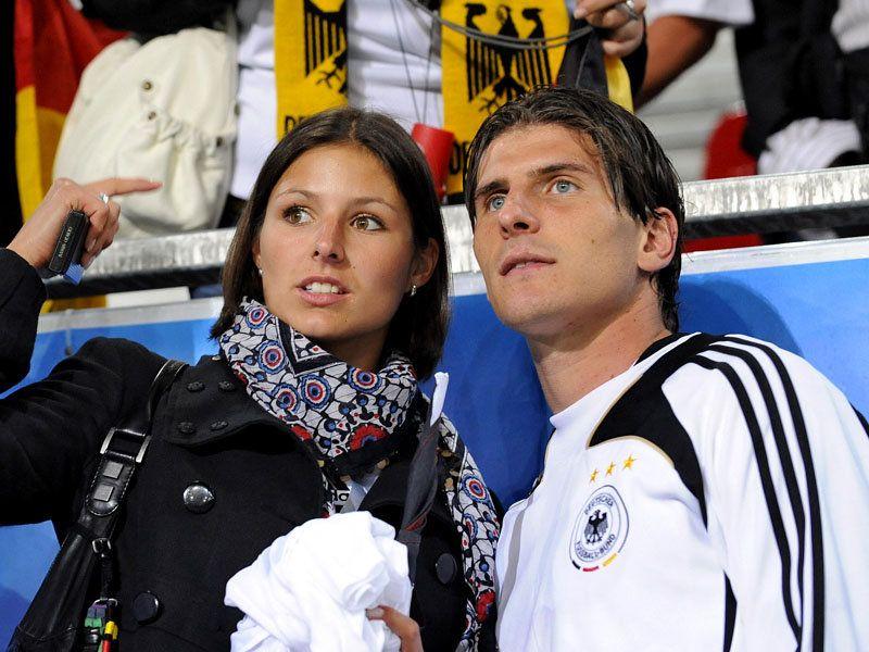 Жены и подруги футболистов (31 фото) .