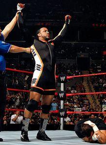 WEW Monday Night RAW - Lundi 15 Octobre 2012 WWE-RAW-MVP-Tommy-Dreamer_994978