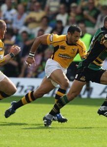 Carlos Spencer on the charge for Northampton against Wasps