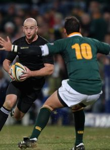 Leonard bears down on Pienaar