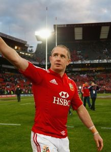 Shane Williams salutes the fans