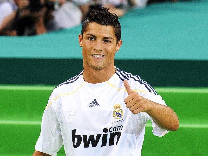 صور النجم كريستيانو رونالدو Cristiano-Ronaldo-Real-Madrid-Unveiling-01_2326658
