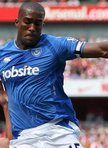 Everton agree Distin fee