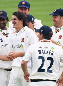 Wright holds nerve for Essex