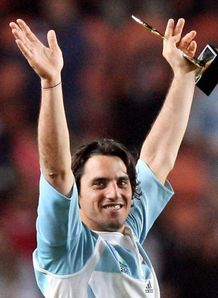 Gus Pichot arms raised