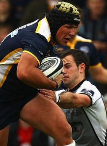 Hendre Fourie Leeds Carnegie running against Newcastle Falcons Headingley September 2009
