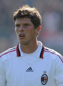 Schalke swoop for Huntelaar