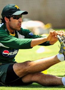Pakistan wait on injured duo