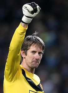 Van der Sar inks new deal
