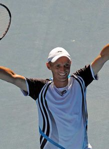 Davydenko survives fightback