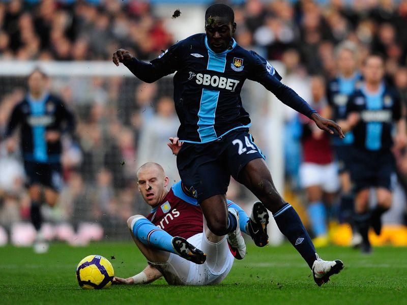 Aston-Villa-v-West-Ham-Frank-Nouble-James-Col_2408016.jpg