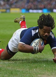 Mathieu Bastareaud scores at murrayfield