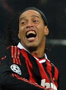 Ronaldinho to stay - agent