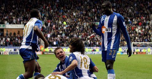 Hugo-Rodallega-Wigan-celebrate_2433557.jpg