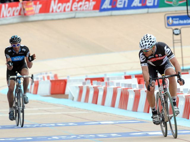 1612: Flecha applauds Hushovd as he crosses the line