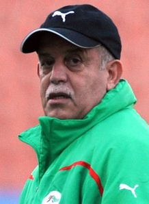 Algeria coach to stay on
