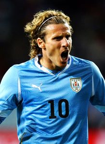 Forlan dedicates award to pals