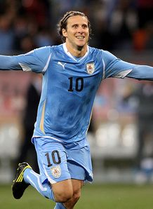Forlan wins Golden Ball