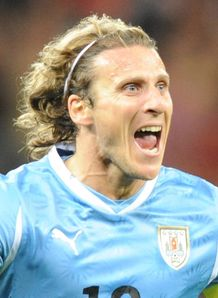 Forlan refuses to rule out move