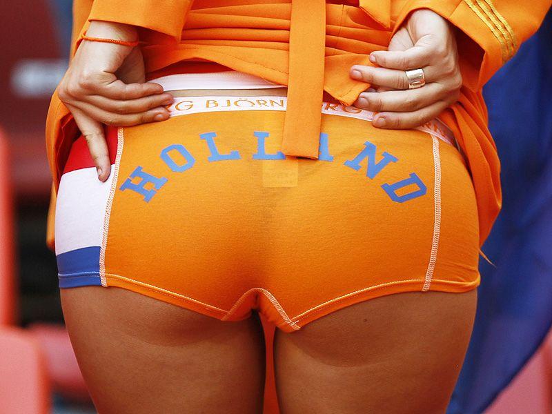 [CdM 2010] Les plus belles photos - Page 3 Holland-Brazil-World-Cup-2010-Quarter-Final-0_2473256