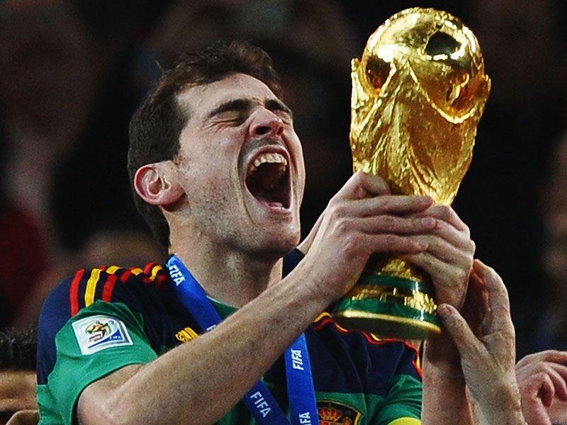 [CdM 2010] Les plus belles photos - Page 3 Iker-Casillas-Holland-Spain-World-Cup-2010-Fi_2476528