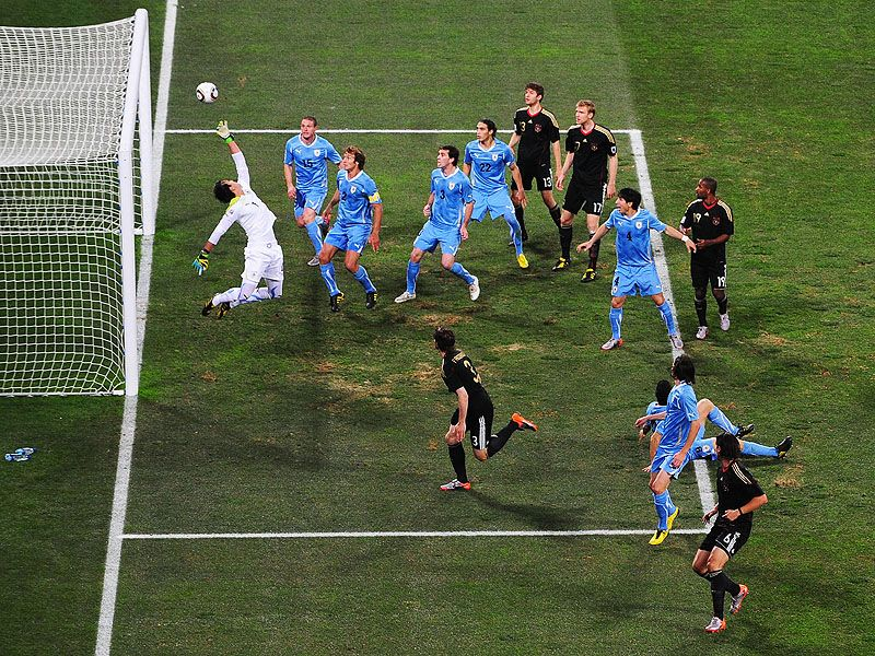 [CdM 2010] Les plus belles photos - Page 3 Sami-Khedira-Uruguay-Third-Fourth-Place-Play-_2476259