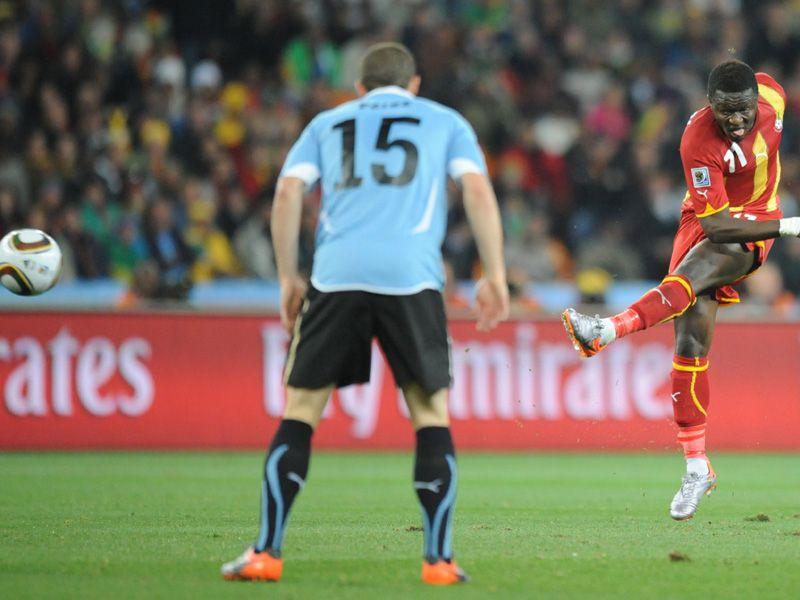 [CdM 2010] Les plus belles photos - Page 3 Uruguay-v-Ghana-Sulley-Muntari-shot-goal_2473424