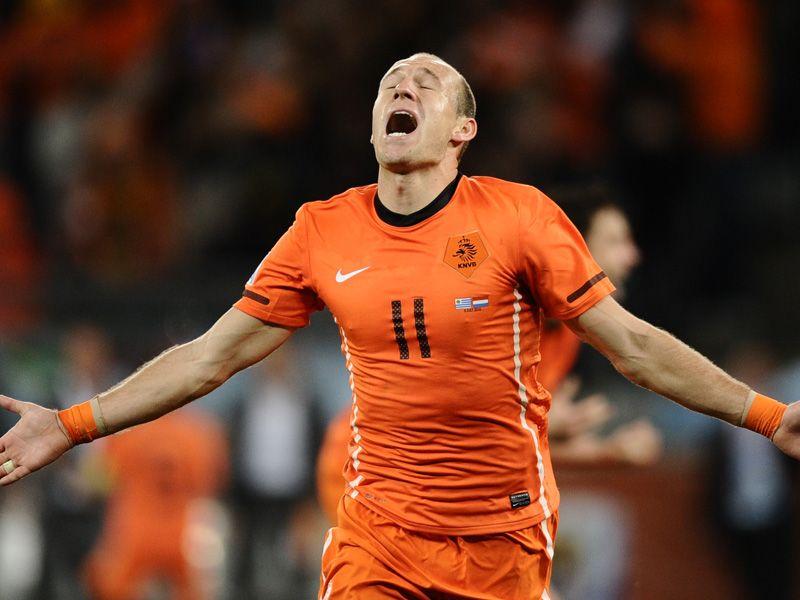 [CdM 2010] Les plus belles photos - Page 3 Uruguay-v-Holland-Arjen-Robben-celeb_2474773