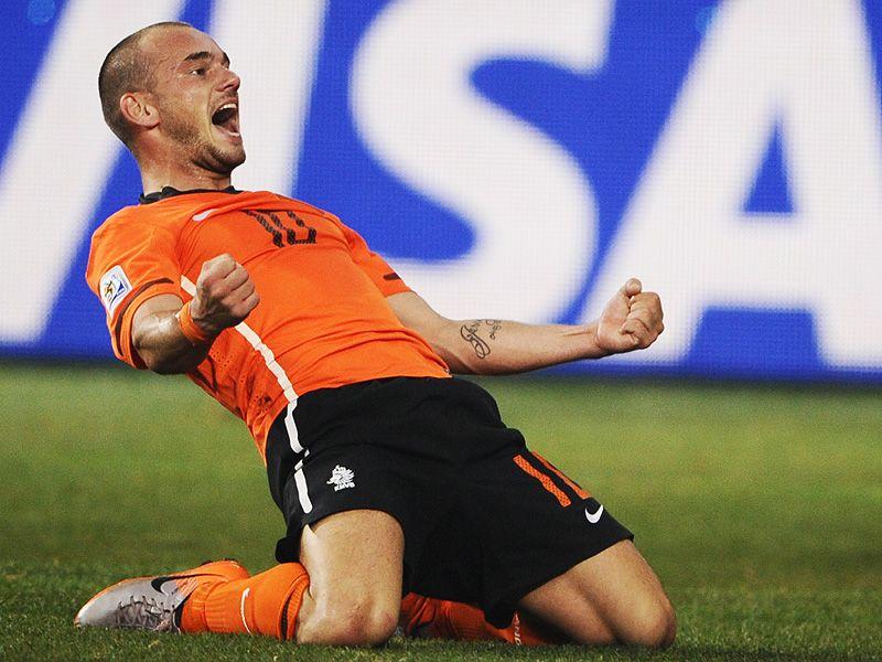 [CdM 2010] Les plus belles photos - Page 3 Wesley-Sneijder-Holland-Brazil-World-Cup-2010_2473337