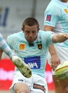 Perpignan s scrum half David Mele kicks
