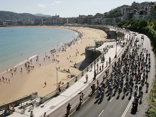 The route skirted the picturesque Playa de la Concha
