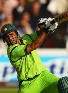 Razzaq the difference: Strauss