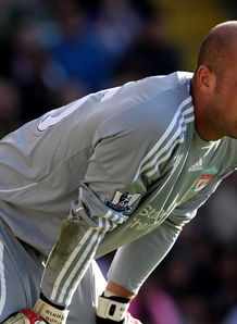 Roy warns United off Reina