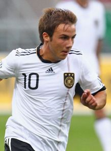 Gotze gains Dortmund extension
