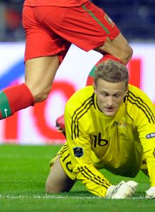 United in Lindegaard talks