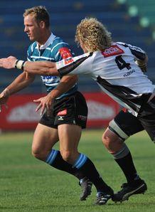 Riaan Viljeon pass against Pumas