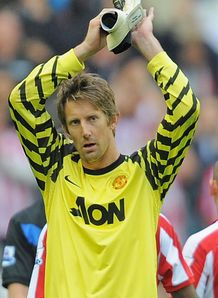 Utd to offer Van der Sar a role