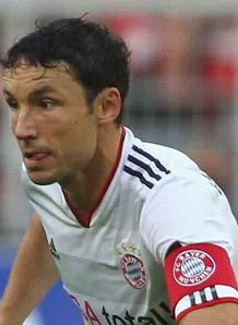 Villa linked with Van Bommel