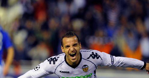 Roberto-Soldado-celebrates-Valencia-v-Rangers_2522303.jpg