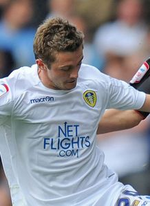McCartney extends Leeds stay