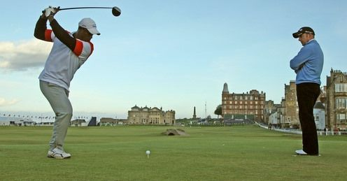 Manuel De Los Santos in action at St Andrews.