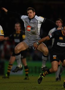 Jimmy Gopperth jumping against Wasps
