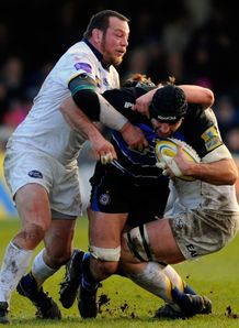 Leeds hooker Steve Thompson tackling Bath lock Danny Grewcock
