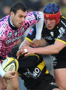Lionel Beauxis looking offload against La Rochelle